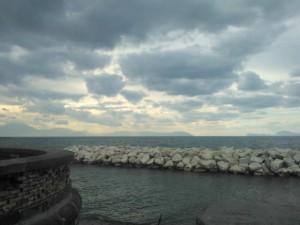 Meteo Napoli, tempo instabile in settimana. Ma nel weekend torna il sole