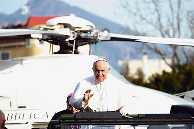 Elicottero Del Papa : Papa francesco a napoli la visita di bergoglio nel