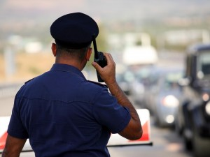 Misterioso incidente a Torre del Greco, auto si ribalta: nessuna traccia del conducente
