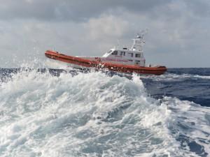 Pescatori dispersi nel Golfo di Napoli: due tratti in salvo. Si cerca il terzo