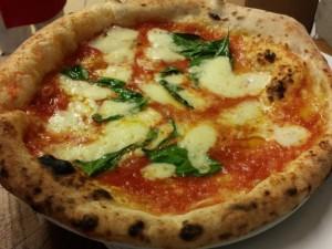 A Napoli la pizza margherita con l'acqua di mare