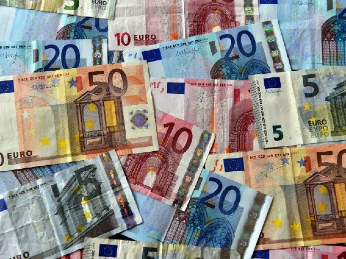 1322ef42f3 In borsa ha mille euro in banconote da 100 false: arrestata una donna a  Benevento