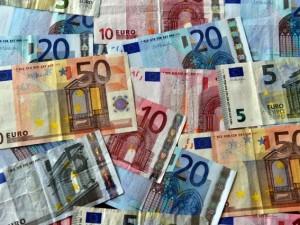 Dai 2,50 ai 4,50 euro, ecco quanto costano le banconote false della camorra