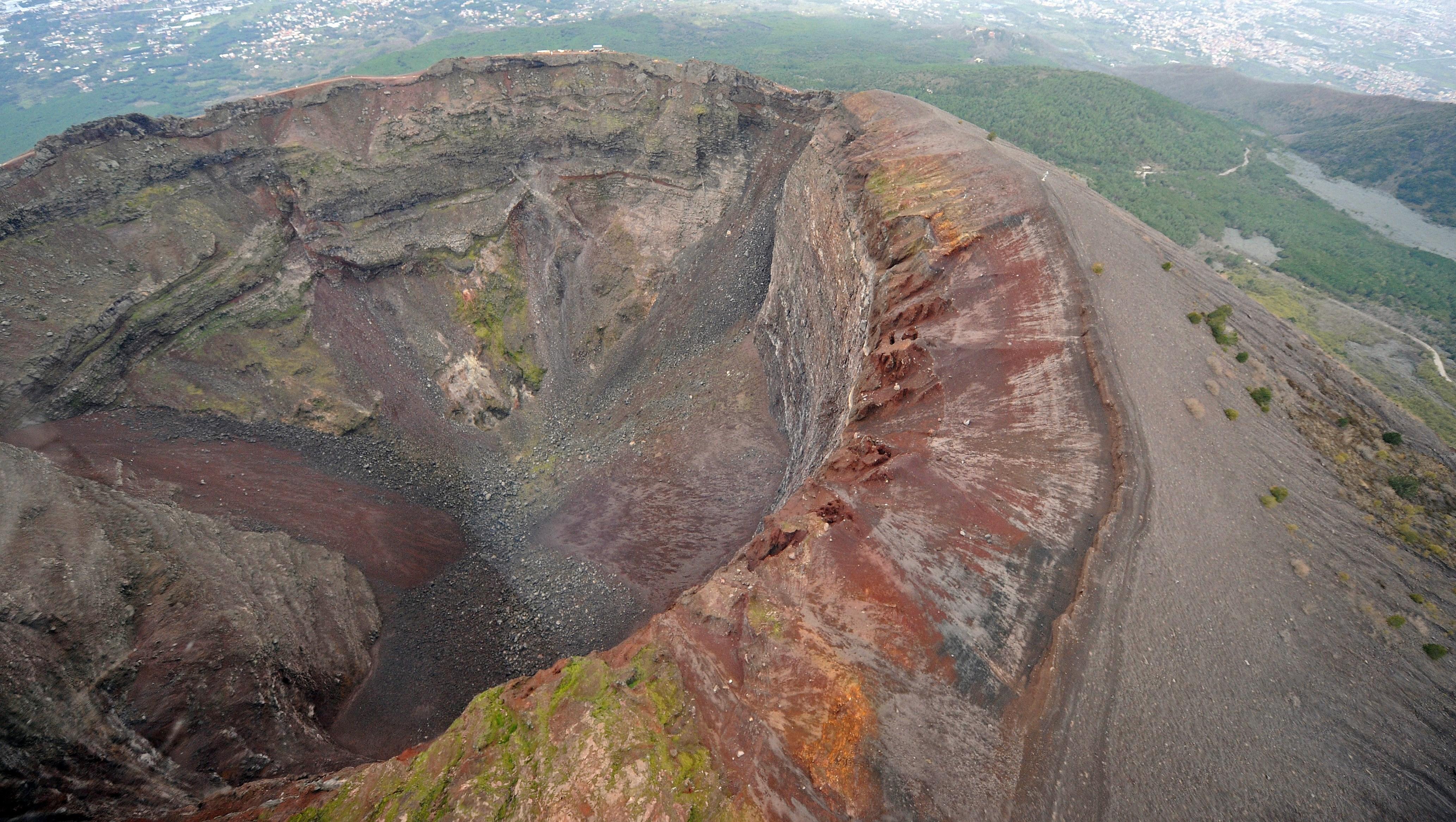 """Rischio Vesuvio, parla il direttore dell'Osservatorio: """"Ecco quali sono i pericoli reali"""""""