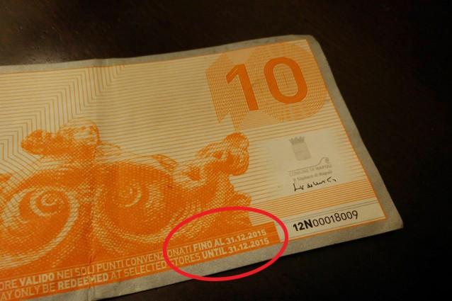 """Un esemplare di """"Napo"""" la moneta-sconto firmata da Luigi de Magistris"""