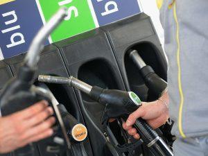 Avellino, fa il pieno di benzina e scappa senza pagare, rint