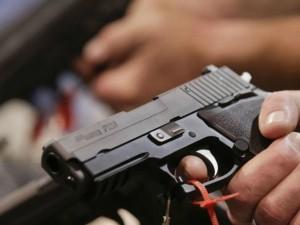"""Giugliano, poliziotto spara al ladro entrato in casa: """"Ho difeso la mia famiglia"""""""