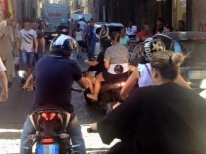 Via Duomo, rapinano due turisti: catturati dopo un inseguimento di esercito e polizia