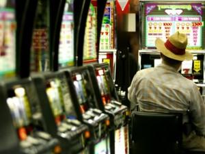 Le slot machine col trucco nelle sale scommesse in provincia di Caserta