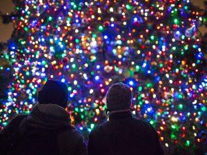Natale a Napoli, c'è l'accordo per le luminarie