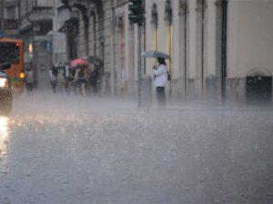 Allerta meteo in Campania di 24 ore: previsti forti temporali