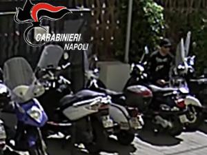 Lo scooter si ruba in pochi secondi: arrestati a Napoli tre specialisti