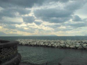 Meteo Napoli weekend 10-12 febbraio, cielo coperto e temperature primaverili