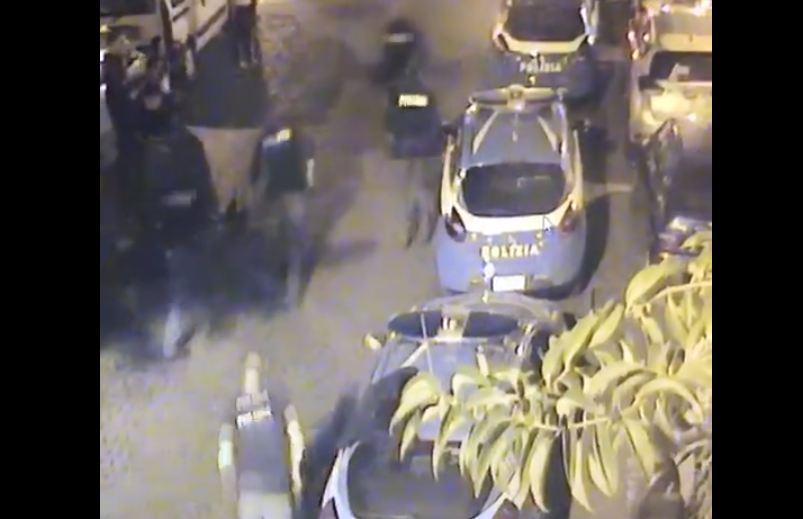 Il poliziotto investito al posto di blocco in piazza Bellini