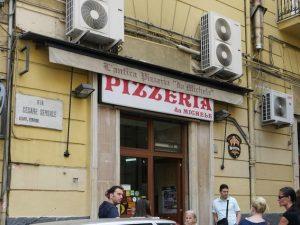 La storica sede della Pizzeria da Michele