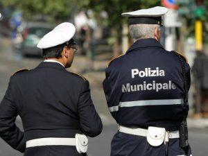 Tablet e stampanti per le multe: la nuova dotazione dei vigili urbani di Napoli