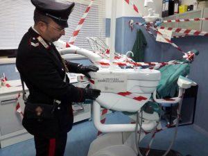 Scoperti tre falsi dentisti in centro a Napoli: esercitavano la professione senza la laurea