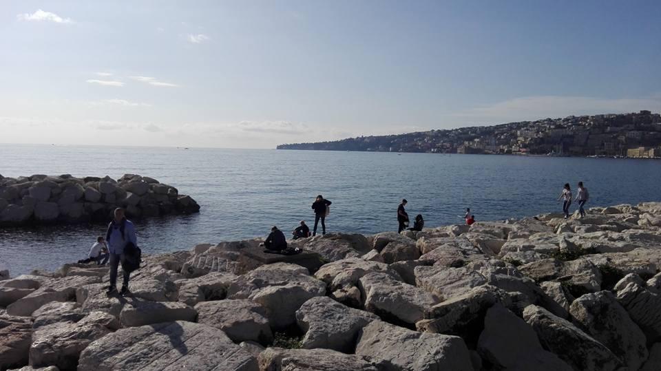 Novembre a napoli con 21 gradi e sul lungomare c 39 chi si for Ibiza a maggio si fa il bagno