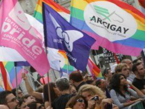 Trans aggredita più volte a calci e pugni dalla stessa persona: la denuncia di Arcigay