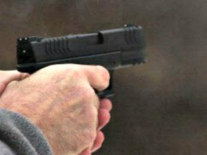 Secondigliano, si ribella alla rapina: 18enne colpito al volto con il calcio della pistola