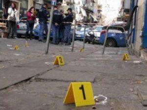 A Napoli si spara senza sosta: nuova stesa nella notte in via Argine