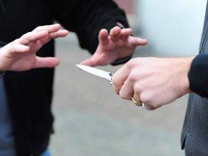 Napoli, rapina finisce nel sangue: 16enne accoltellato per un telefonino
