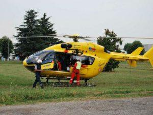Cade in un burrone sul Vesuvio, salvato con l'elicottero. Ce