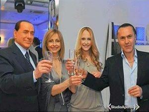 Noemi Letizia al suo compleanno con la madre, il padre Elio e Silvio Berlusconi