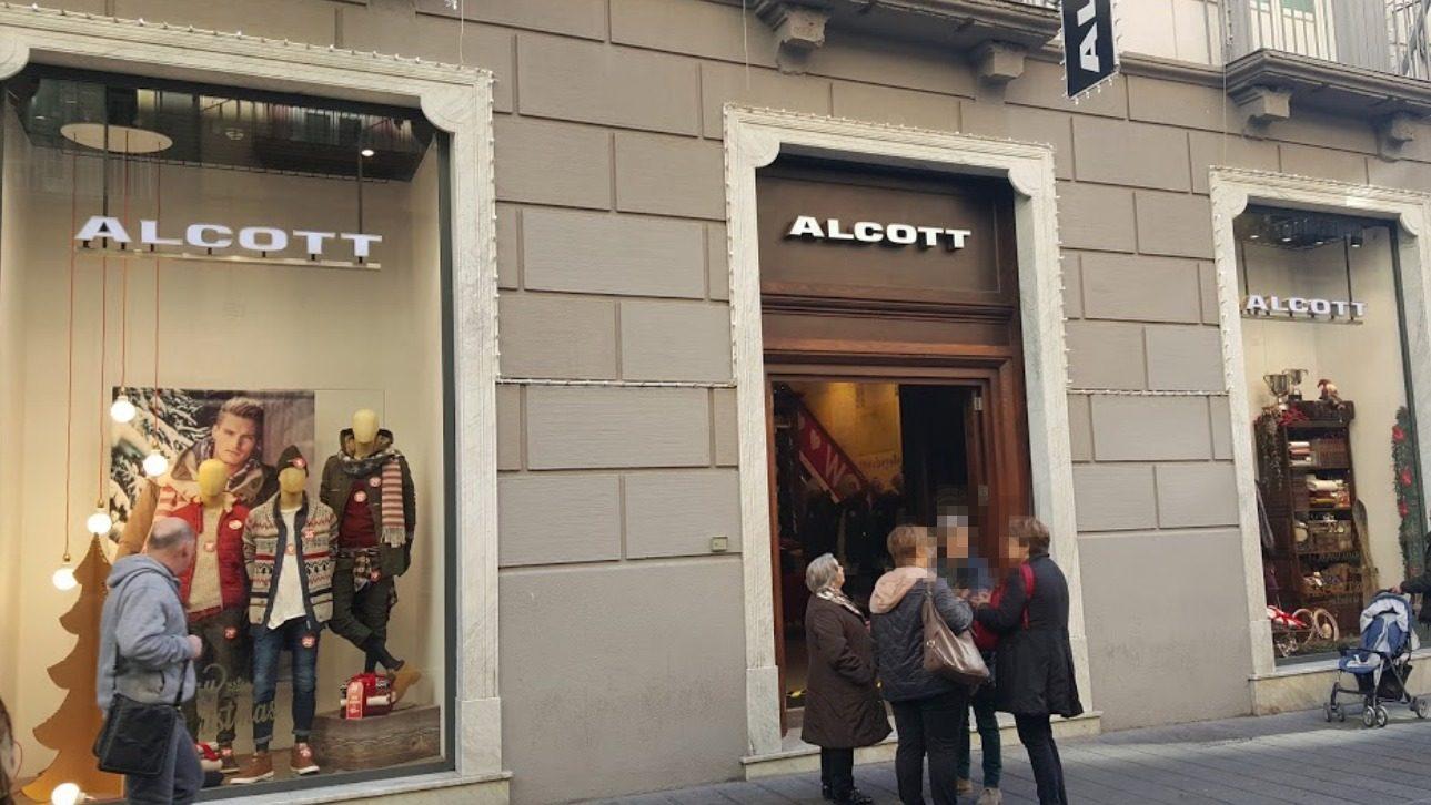 Ruba da Alcott in via Toledo 8f90cbe892c