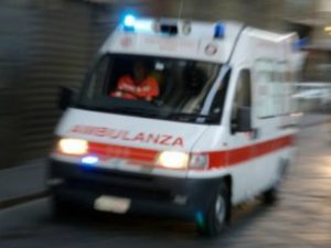Tenta il suicido bevendo candeggina: 37enne salvato dai carabinieri