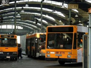 Continua lo sciopero dei bus Anm. Si ferma anche la Linea 1 della metro