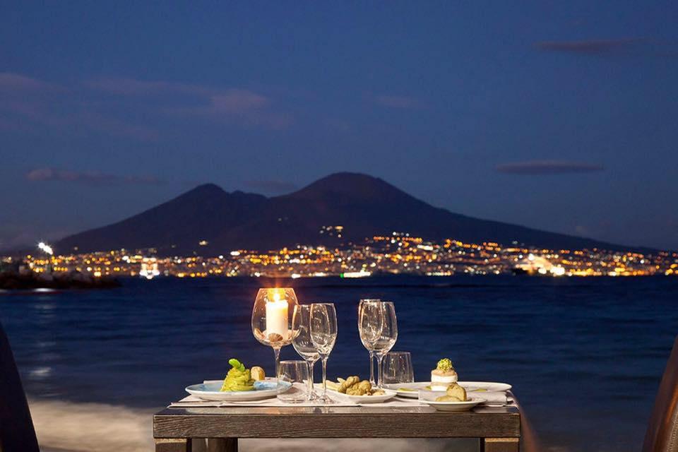 I 10 ristoranti all\'aperto più famosi di Napoli e dintorni