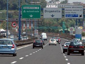 Dramma a Napoli, un uomo si suicida lanciandosi dal ponte della Tangenziale