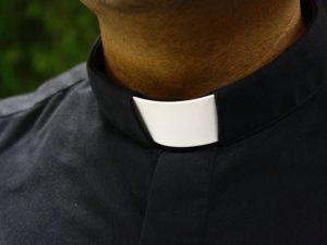 Festini gay in parrocchia, la Finanza acquisisce atti nelle curie di Napoli e Pozzuoli