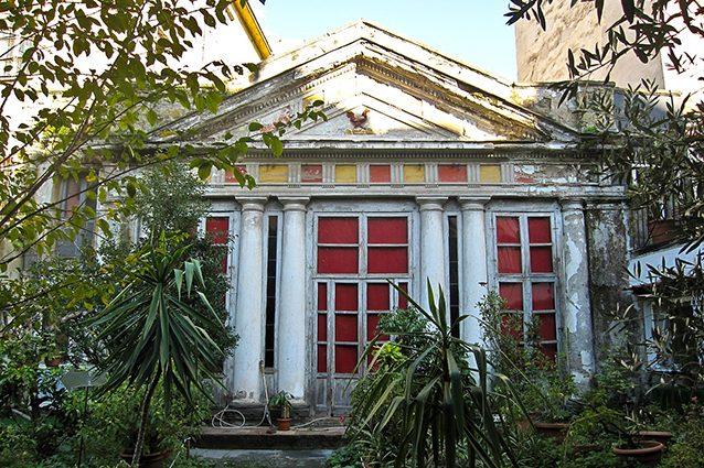 Casina pompeiana all'interno di Palazzo Venezia a Napoli (Wikipedia).
