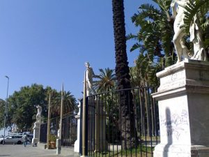 Ingresso della Villa Comunale di Napoli (Wikipedia).