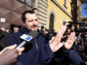 """Matteo Salvini a Napoli contro i centri sociali: """"Sono zecche, dovrebbero stare in galera"""""""