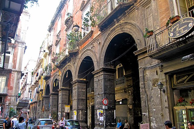 Palazzo Filippo d'Angiò a Napoli (Wikipedia).