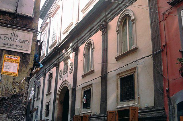 Esterno del Palazzo Marigliano a Napoli (Wikipedia).