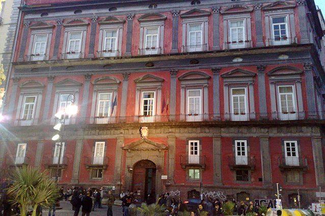 Palazzo Saluzzo di Corigliano, sede dell'Università L'Orientale (Wikipedia).