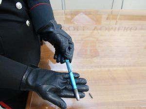Trovata una penna pistola in una casa a Piscinola: era nascosta nell'armadio