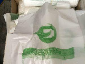 Sequestrate 450mila buste di plastica dannose: blitz della Finanza nel Salernitano