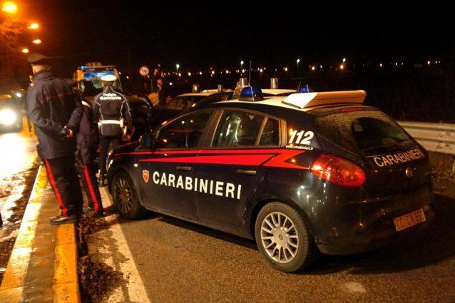 Carabinieri al lavoro in strada, foto di repertorio