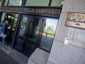 Vitalizi d'oro in Campania: 10 milioni l'anno per pagare gli ex consiglieri regionali