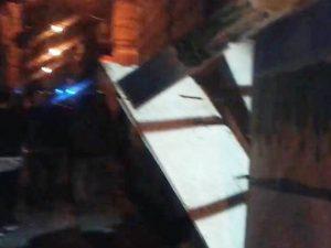 Violenta esplosione nella notte a via Toledo: auto distrutte, paura tra i residenti