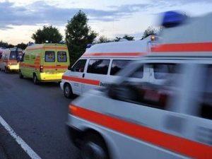 Scontro tra due auto sull'A30, il bilancio è di 4 feriti: uno è grave
