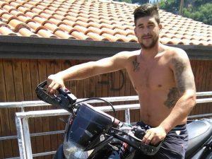 Si schianta con la moto contro un'auto: Catello muore a 26 anni dopo due giorni di agonia