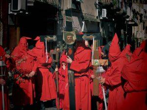 Tragedia durante la processione del Venerdì Santo: donna stroncata da un infarto