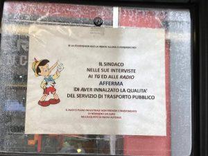 """Anm, protestano i lavoratori: """"Il sindaco mente. Nemmeno 1 euro per nuovi bus"""""""