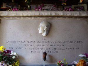 Fiori sulla tomba di Totò nel cinquantenario della sua morte